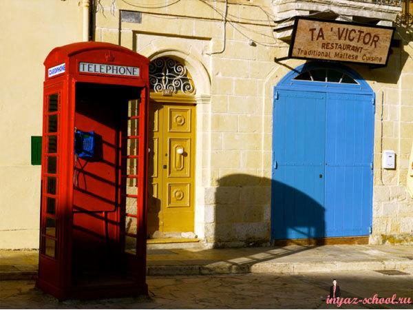 Красная телефонная будка на Мальте